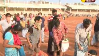 Vegetable Market Filling Up With People Due To Lockdown In Vijayawada