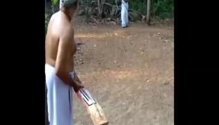 A Pair In Kerala Enjoys Backyard Cricket