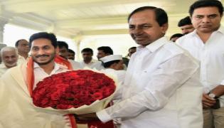 AP CM YS Jagan meets CM KCR at Pragati Bhavan Photo Gallery - Sakshi