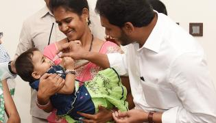 CM YS Jagan Gives Polio Drops To A Child In Camp Office - Sakshi