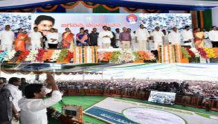 Andhra CM launches Vasathi Deevena scheme Photo Gallery - Sakshi