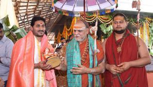 Ys Jagan Visits Visakhapatnam Sri Sharada Peetham Photo Gallery - Sakshi