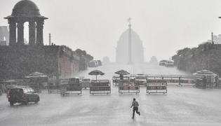 Heavy rains lash Delhi Photo Gallery - Sakshi