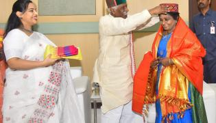 Telangana Governor greeted by Himachal Governor on Women's Day - Sakshi