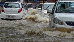 Heavy rains lash Delhi Photo Gallery - Sakshi