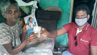 AP Volunteers Distributing Pensions To Pensioners Photo Gallery - Sakshi
