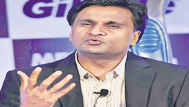 Javagal Srinath Speaks About Cricket Ball Shining During - Sakshi