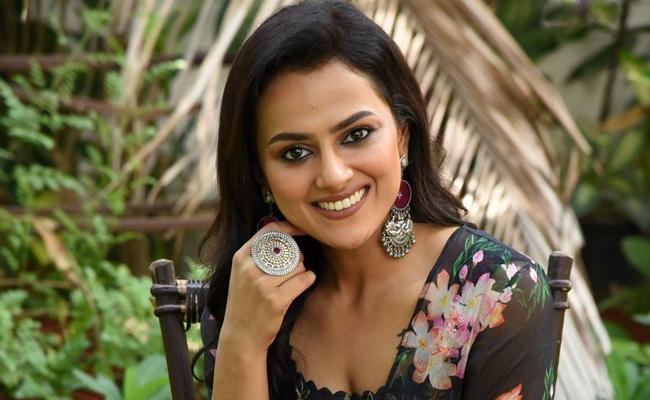 Shraddha Srinath Says Jersey is Filled With Honest Emotions - Sakshi