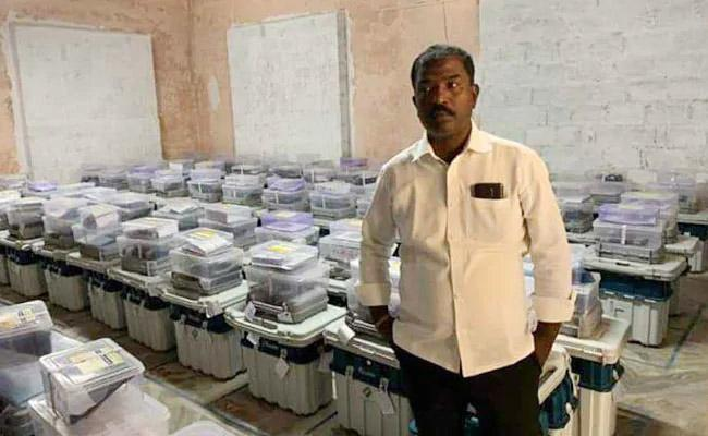 TRS Leader Arrested For Taking Photo Inside EVM Strongroom - Sakshi