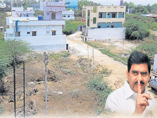 Rs 100 crore worth land kabza in Ibrahimpatnam - Sakshi