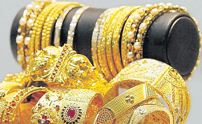 Trade War Effect Gold may touch 1350 Dollars - Sakshi