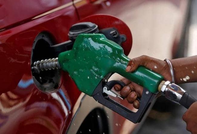 Petrol diesel prices increased on Thursday - Sakshi