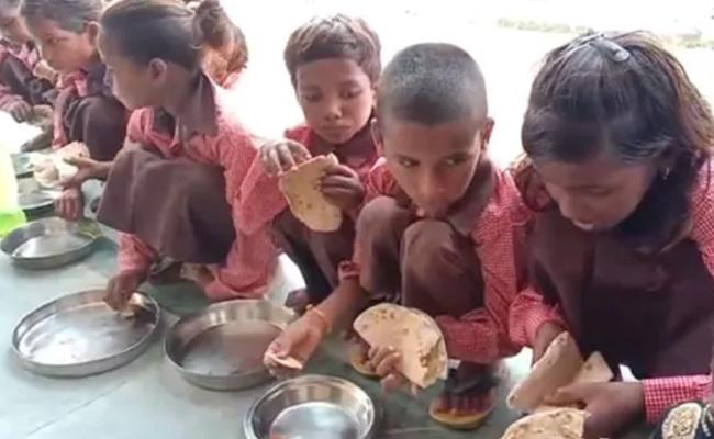 Mirzapur Students In A Government School Mid Day Meal Salt With Rotis - Sakshi