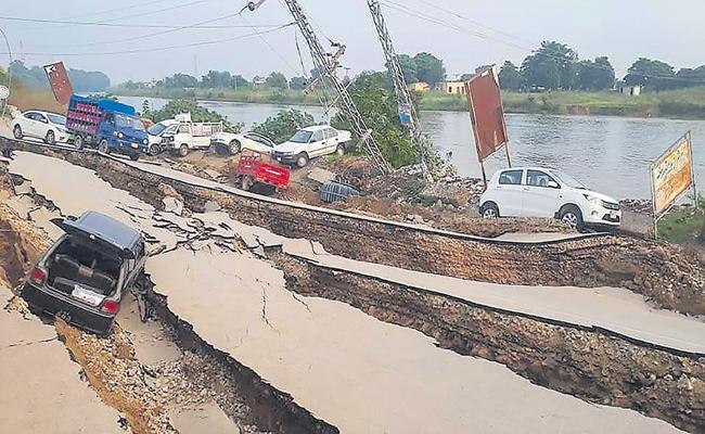 Heavy earthquake in POK - Sakshi