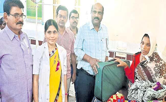 Govt Hospitals Should Increase The Number Of Deliveries - Sakshi