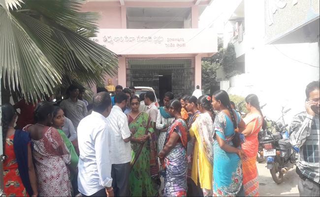 Salt Packing Job Fraud in Suryapet - Sakshi