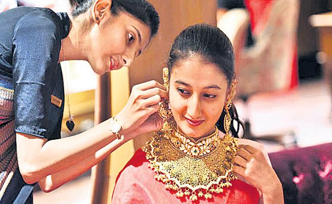 Analysts predict that the price of Gold will be strong in the long run - Sakshi