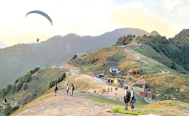 Best Tourism Place Paragliding In Himachal Pradesh - Sakshi