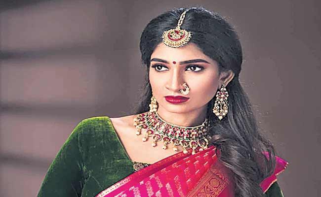 Velvet Cloth Is The Royal Fabric - Sakshi