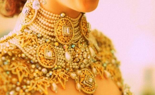Gold Prices Soared Today As Global Rates Spiked - Sakshi