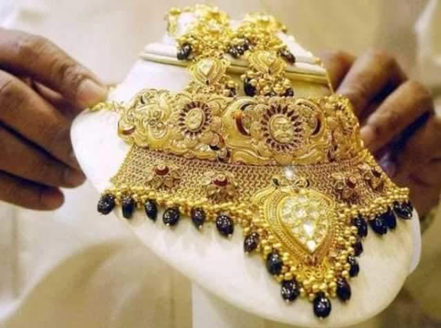 Gold Prices Surged Ahead Due To War Tensions - Sakshi