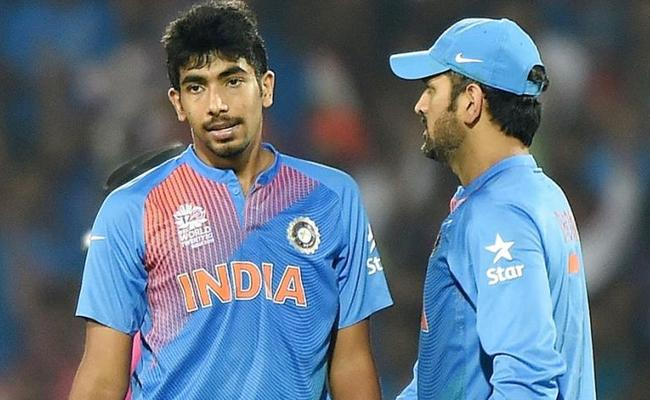What Dhoni Advised Him on His Debut Match Says Bumrah - Sakshi