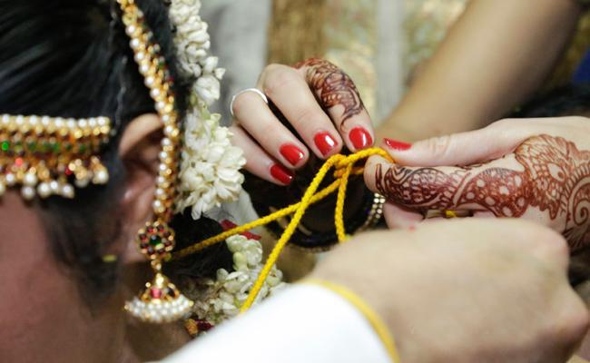 Wife Helps Husband Murder in Kakinada East Godavari - Sakshi