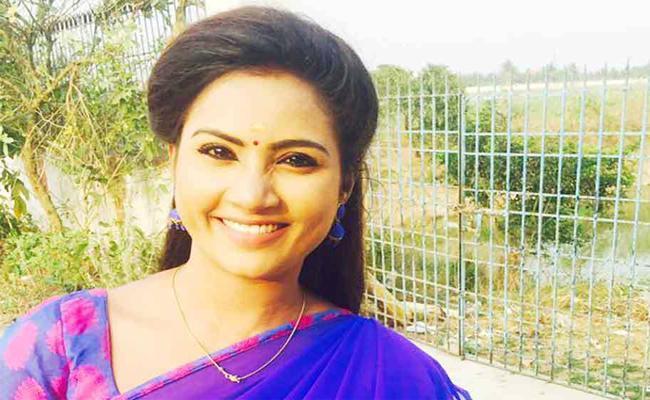 Political Leader Complaint Against TV Actress in Tamil nadu - Sakshi