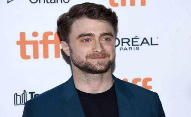 Fake Tweet Viral Over Daniel Radcliffe Gets Corona - Sakshi