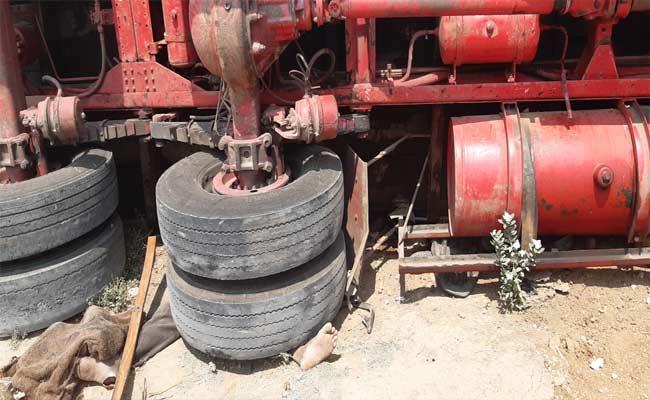 Lorry Accident In Mahabubnagar 3 Lost Breath  - Sakshi