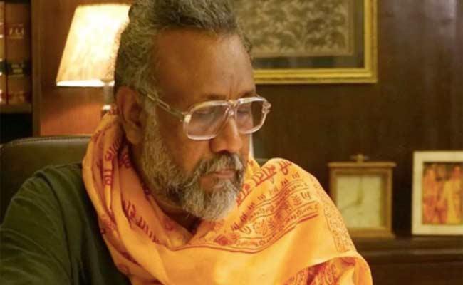 Corona Virus: Anubhav Sinha Donates Food Grains To Daily Wage Earners - Sakshi