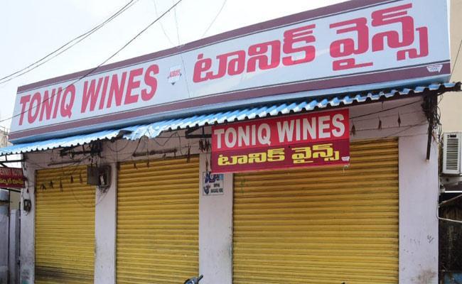 Lockdown: Liquor Shop Looted In Adilabad District - Sakshi