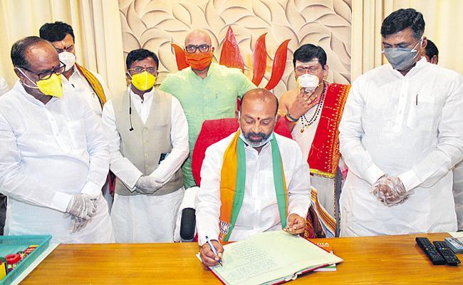 Bandi Sanjay Kumar Fires On KCR - Sakshi