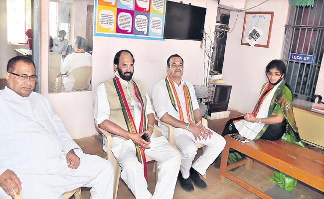 Congress Leaders Arrested By Police In Telangana - Sakshi