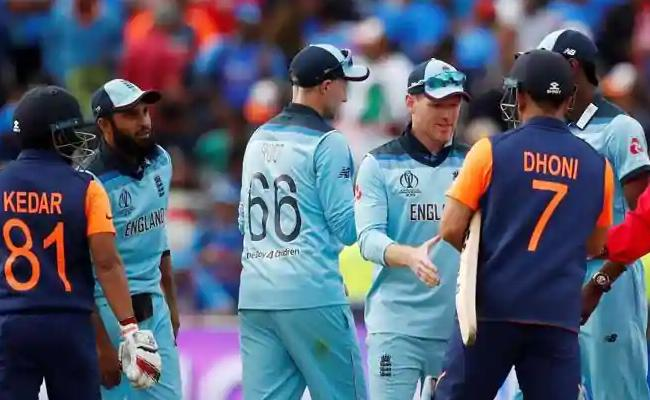 Team India Intentionally Losing To England, Abdul Razzaq - Sakshi