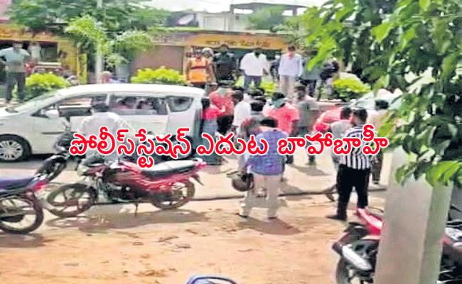 New Couple Family Fight infront of Police Station Rangareddy - Sakshi