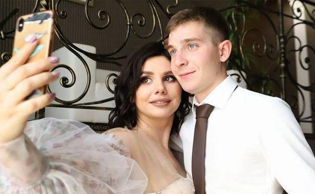Pregnant Russian Influencer Marries Her Stepson - Sakshi