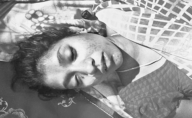 Married Woman Commits Suicide With Extra Dowry Harrasments - Sakshi