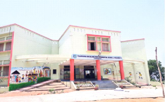 Gurukul School Confusing in Teaching Nizamabad - Sakshi