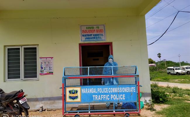 Doctors And Nurses Shortage in Warangal Isolation Centers - Sakshi