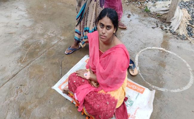 Young Woman Seeking Justice In Guntur District - Sakshi