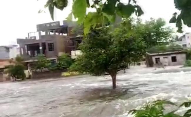 Heavy Rain And Jampanna Vagu Water Surrounds Medaram Village - Sakshi