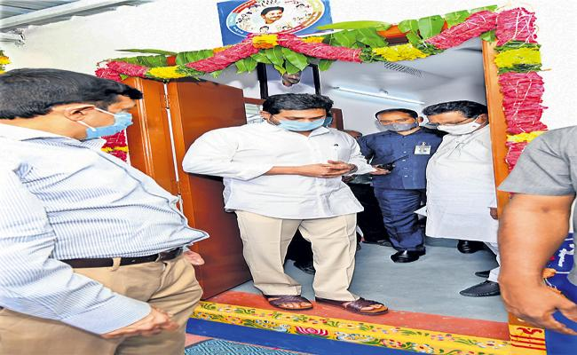 CM YS Jagan Inspected the Model House In Thadepalli - Sakshi