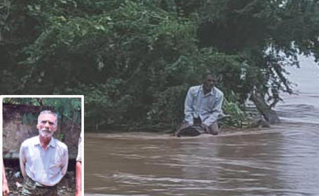 Old Man Jumped In Godavari River  - Sakshi
