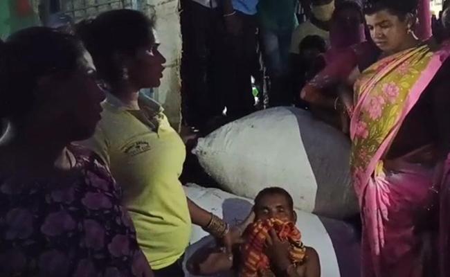 Hijras Beats Fake Hijra In Suryapet District - Sakshi