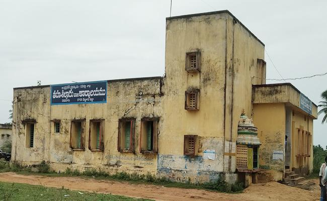 Tahsildar Fake Registrations to Dot Lands in SPSR Nellore - Sakshi