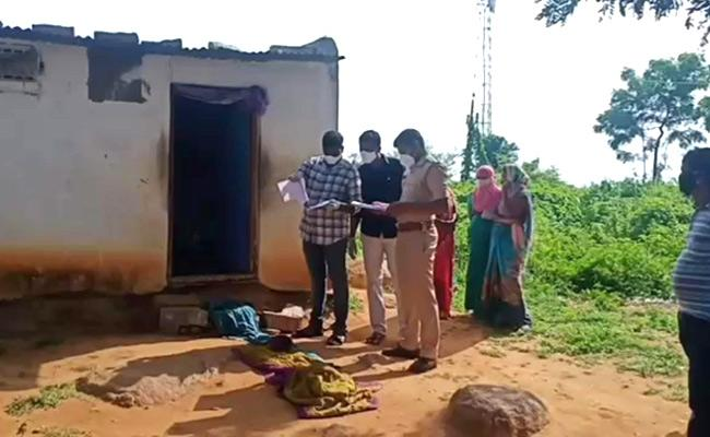 Family Commits Suicide Due To Financial Difficulties In Nizamabad - Sakshi