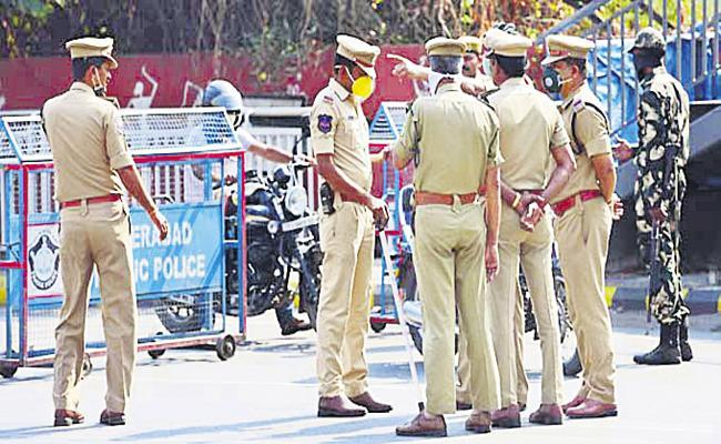 Police Constable Suspend Conflicts With Sub Inspector in Rangareddy - Sakshi
