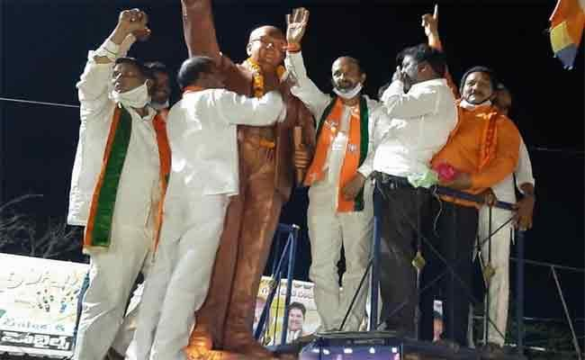 Bandi Sanjay Slams On TRS Party In Adilabad - Sakshi