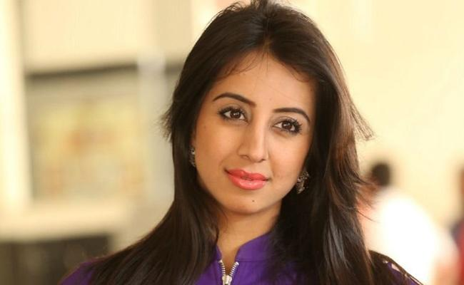 Actress Sanjana Galrani Married Doctor Azeez Pasha - Sakshi